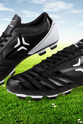 Man/juvenile football shoes